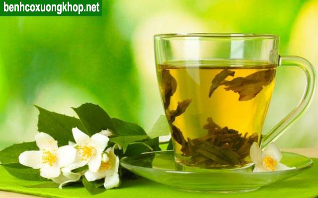 trà xanh chữa đau lưng