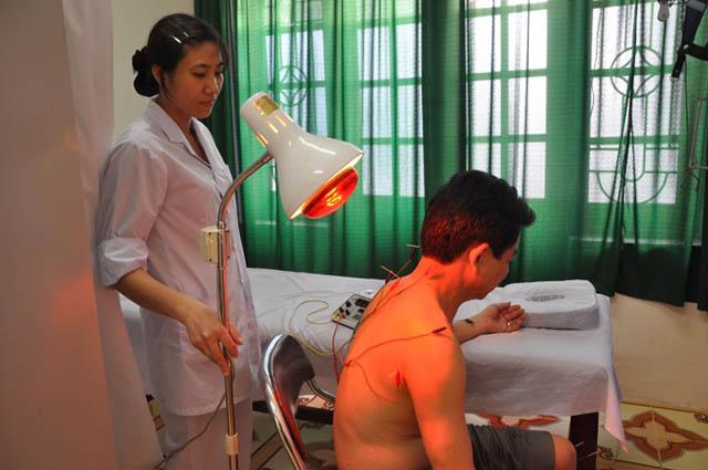 Chữa đau vai gáy bằng phương pháp vật lý trị liệu