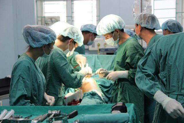 Phẫu thuật chữa thoái hóa khớp gối