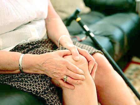 Bị ĐAU ĐẦU GỐI KHI TRỜI LẠNH - Phương pháp phòng và điều trị không thể bỏ qua