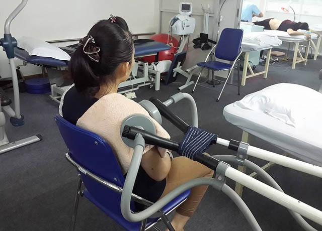 Điều trị viêm khớp vai bằng vật lý trị liệu