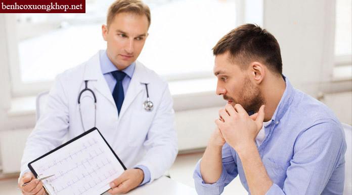 Người bệnh thoái hóa khớp vai nên đi khám bác sĩ
