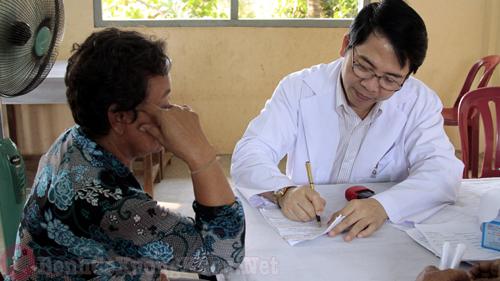 lời khuyên của bác sĩ trong việc điều trị bệnh đau vai gáy