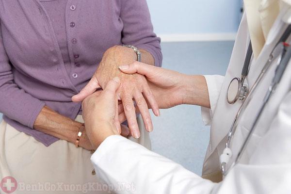 Người già là đối tượng dễ mắc bệnh phong thấp nhất
