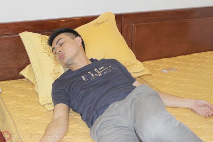 Tư thế ngủ không đúng gây đau cổ vai gáy
