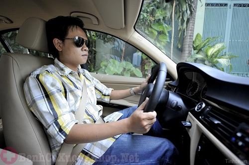 Lái xe thường xuyên gây đau cổ vai gáy