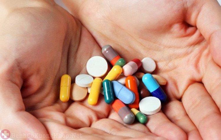 Sử dụng thuốc tây điều trị đau mỏi vai gáy tê bì chân tay