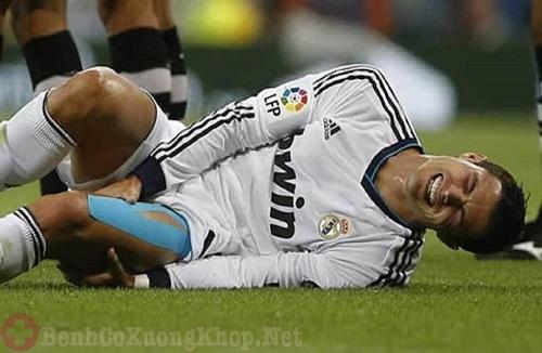 Chấn thương do chơi thể thao gây viêm khớp