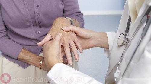 Bệnh nhân phải sống chung với bệnh viêm đa khớp dạng thấp cả đời