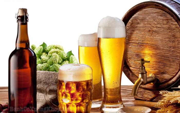 Người bệnh viêm đa khớp không nên sử dụng rượu, bia