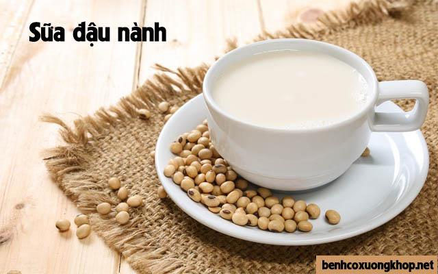 thoát vị đĩa đệm nên uống sữa đậu nành