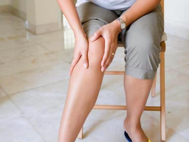 Bệnh nhân bị hội chứng đuôi ngựa khi mắc bệnh thoát vị đĩa đệm gây tê chân