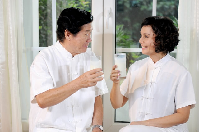 Chế độ ăn uống hợp lý hỗ trợ chữa vôi hóa cột sống