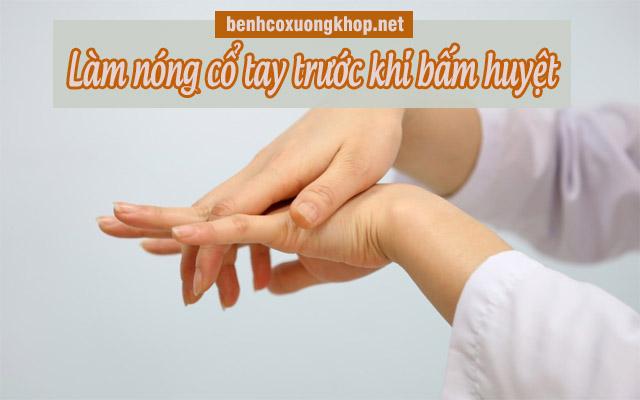 chữa đau cổ tay bằng bấm huyệt