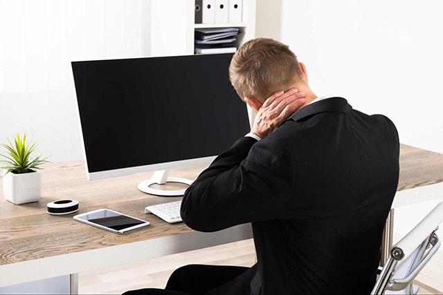 Thoái hóa đốt sống cổ căn bệnh nghề nghiệp của dân văn phòng