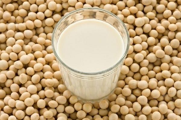 Thoái hóa đốt sống cổ nên uống sữa và các sản phẩm từ sữa