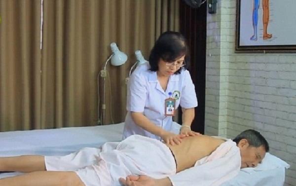 Kết hợp xoa bóp, bấm huyệt tăng hiệu quả điều trị thoái hóa đốt sống cổ