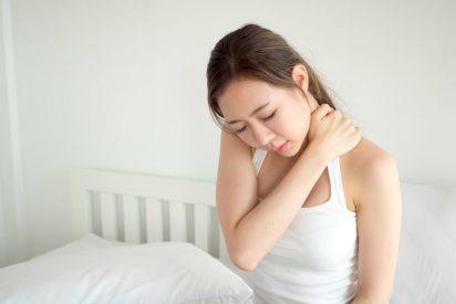 vẹo cổ sau khi ngủ dậy