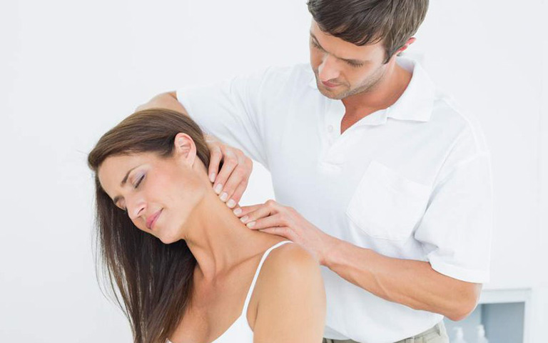 điều trị đau cổ