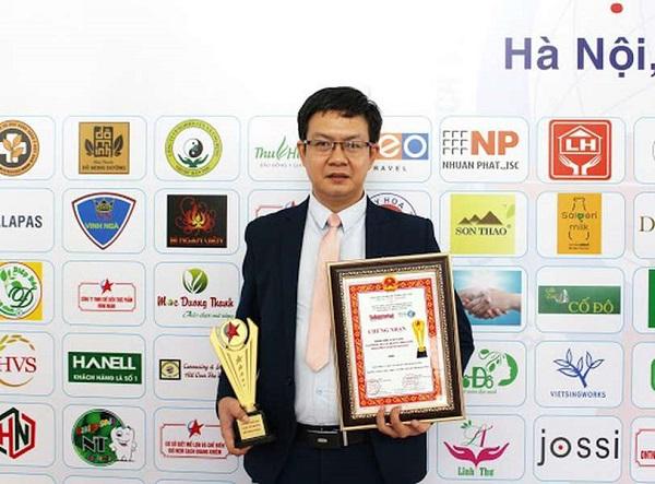 Lương y Đỗ Minh Tuấn là người giàu kinh nghiệm, chuyên môn cao và tận tâm với nghề